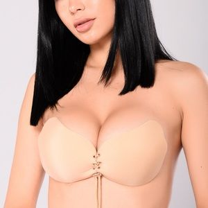 FashionNova Pull Them Close Invisible Bra - Nude